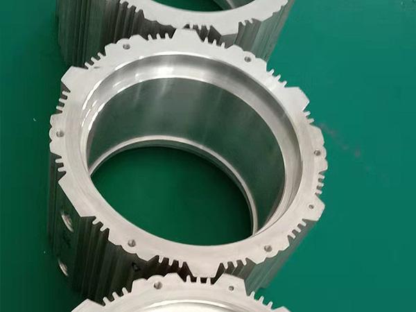 铝型材加工中心各种机加工工艺精度能到达多少?-科鼎数控