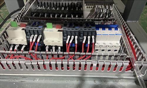 自动数控切割锯组件