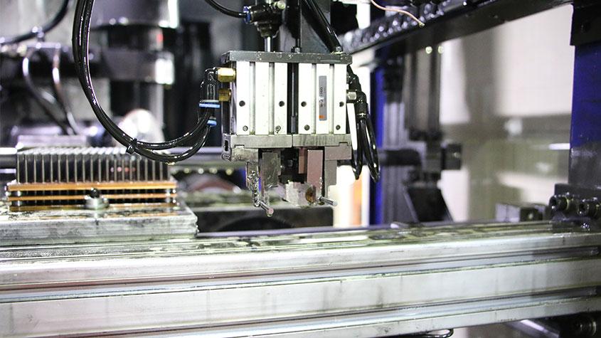 昆山鼎镁铝型材复合加工中心案例