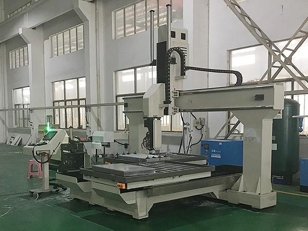 五轴铝型材加工中心